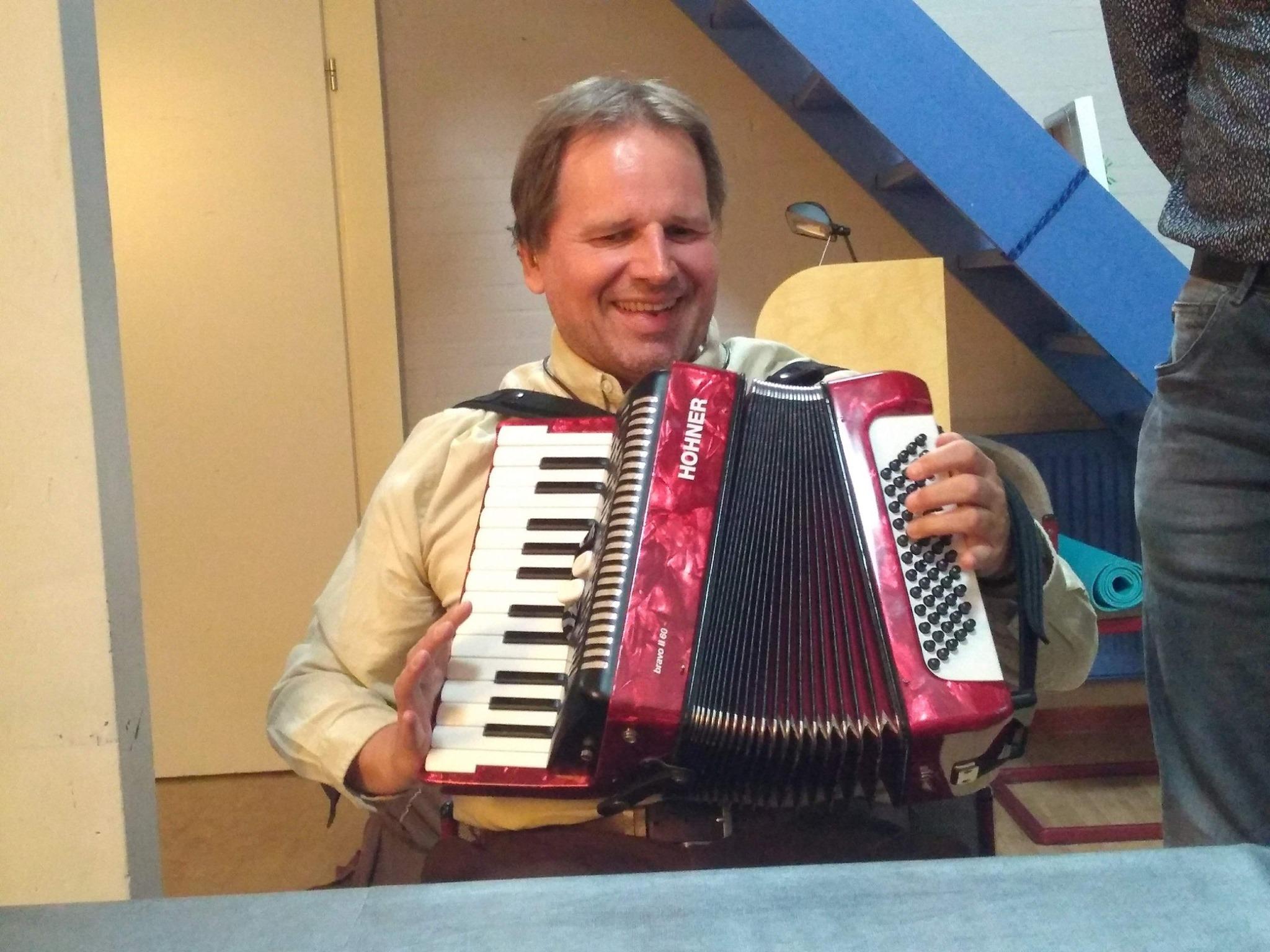 Het geluid dat uit de accordeon komt, kun je niet alleen horen, maar ook voelen!