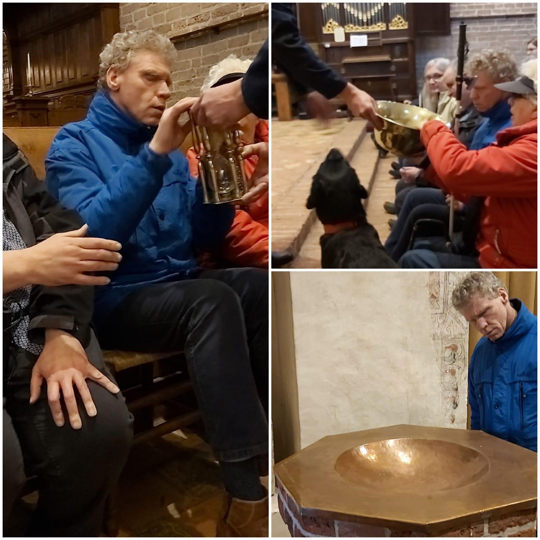 Voelen aan het draagbare doopvont en de zandloper. Als de zandloper leeg was, wist de predikant dat hij zijn preek mocht afsluiten. Dat duurde een uur!
