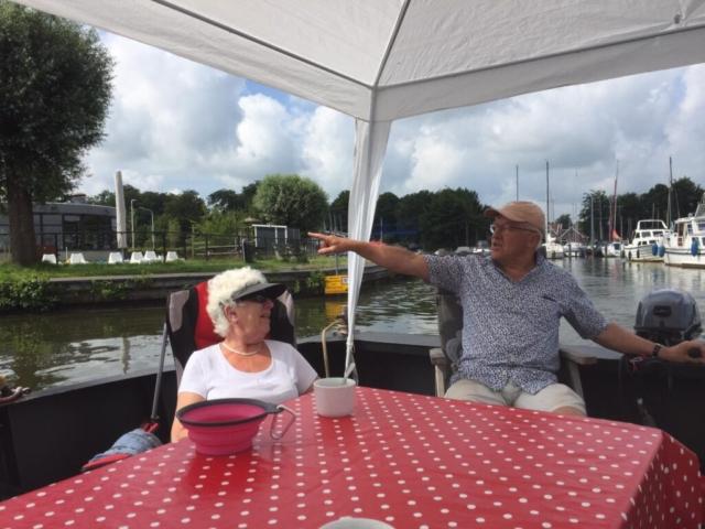 Varen met de praam nabij Groningen